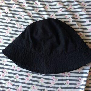 black bucket hat (junior)🌟🌟